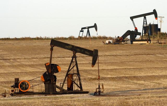 Нефть дешевеет на фоне признаков перепроизводства