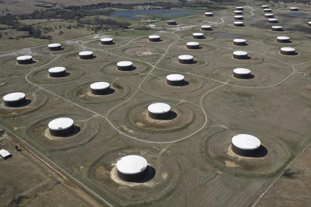 Запасы нефти в США падают восьмую неделю подряд