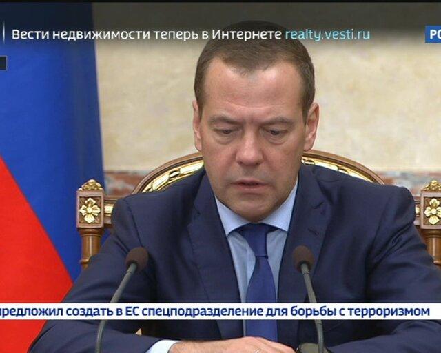 Медведев: на развитие космоса будет направлено 340 млрд рублей