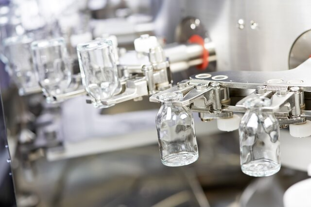 Минпромторг: выпуск лекарств вырос за полгода на 11%