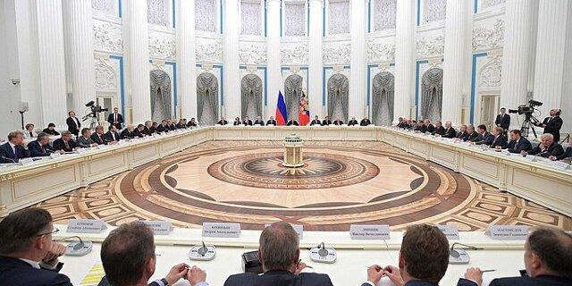 Владимир Путин встретился вКремле спредставителями русских деловых кругов иобъединений