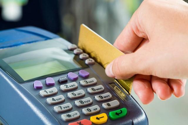 Банки РФ стали отказывать в выдаче кредиток