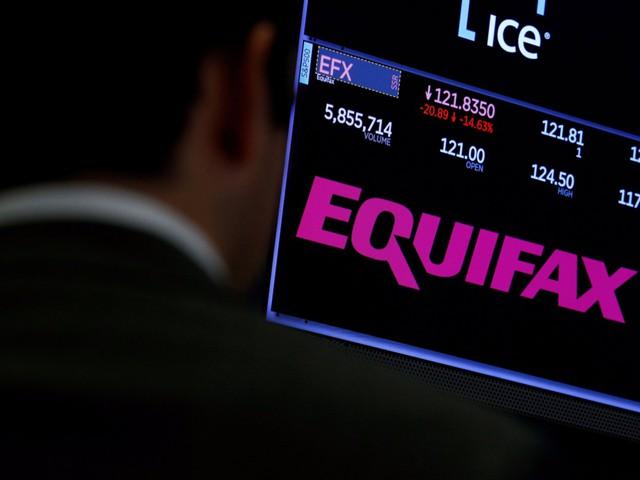 Глава Equifax ушел в отставку из-за киберскандала