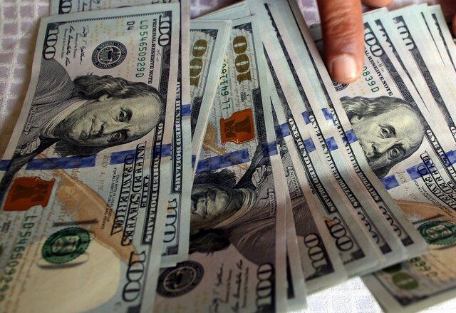 Компании запаслись рекордным количеством наличной валюты