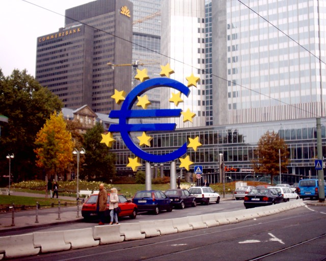 ЕЦБ и ФРС: разная политика - одна проблема