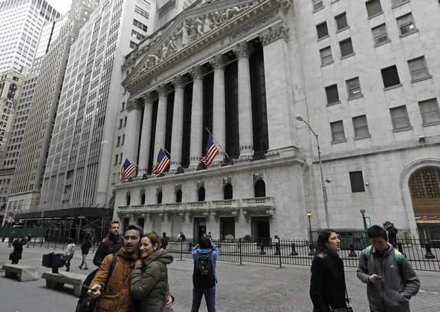 ФРС указала на рост экономики и сдержанную инфляцию