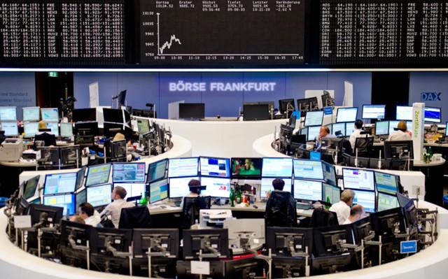 Мировые акции и доллар растут после победы Абэ