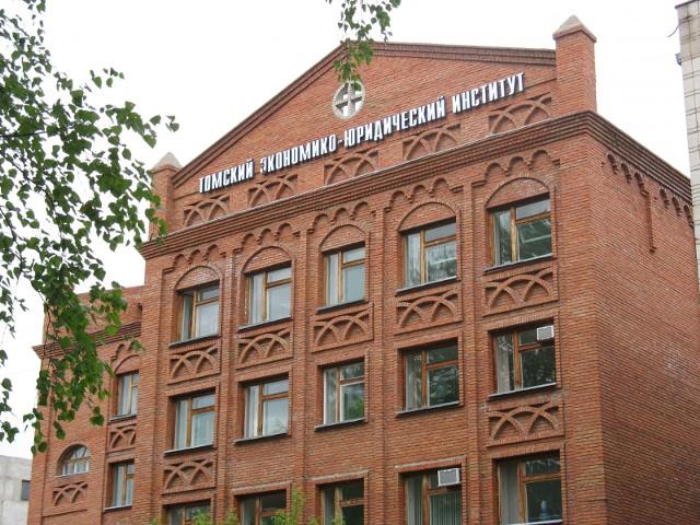 Рособрнадзор лишил лицензии и госаккредитации 2 вуза