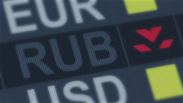 Рубль присматривается к новым санкционным рискам