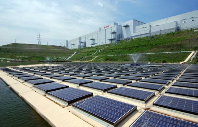 В Китае строят крупнейшую солнечную электростанцию
