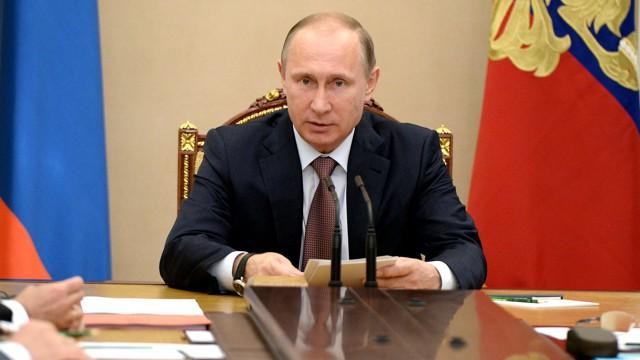 Путин поручил ограничить рост энерготарифов