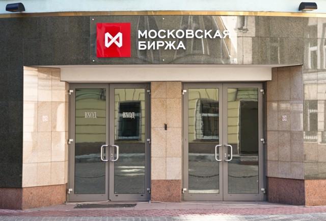Рубль пошел против аналитиков