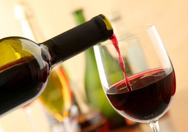 Руководство РФпередумало принуждать магазины отдавать треть прилавков под отечественное вино