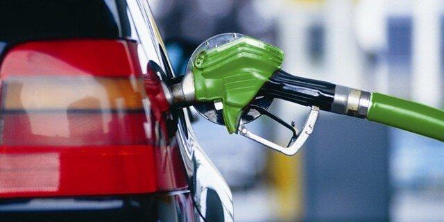 Втри раза выше инфляции: насколько подорожал бензин впредыдущем году