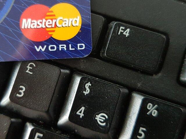 Банки смогут блокировать карты без согласия клиентов