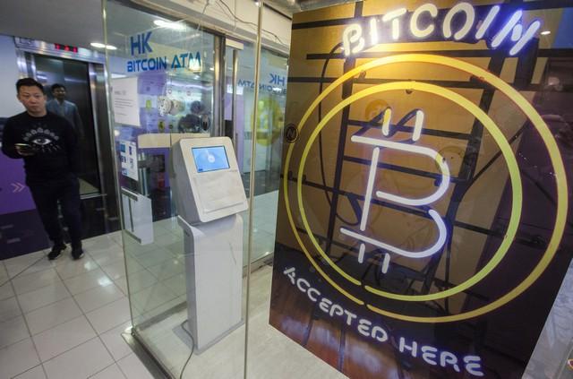 Криптовалюты возобновили падение