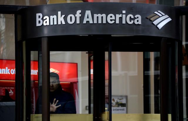 Прибыль Bank of America снизилась почти вдвое