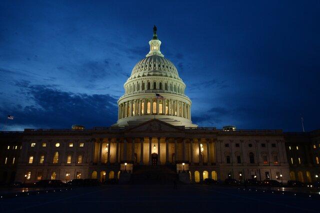 Палата уполномченных США приняла кратковременный законодательный проект орасходах руководства