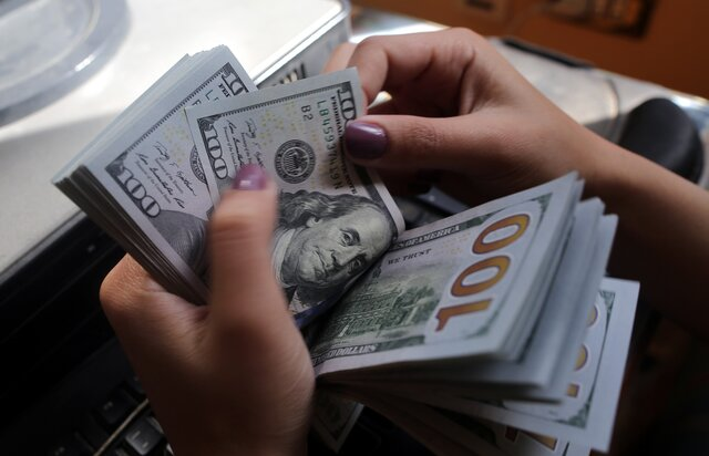 Доллар опустился доминимума затри года