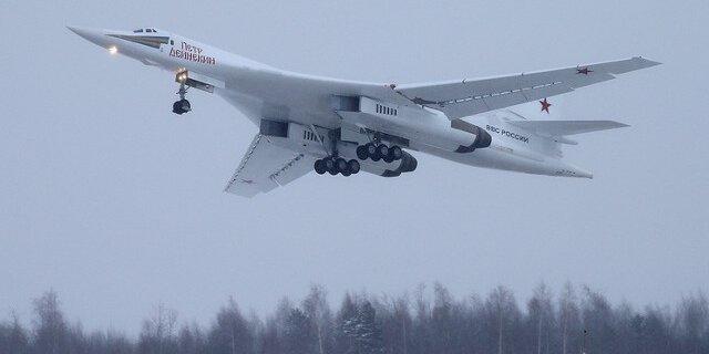 Перед Путиным пролетел новый сверхзвуковой стратегический ракетоносец Ту-160