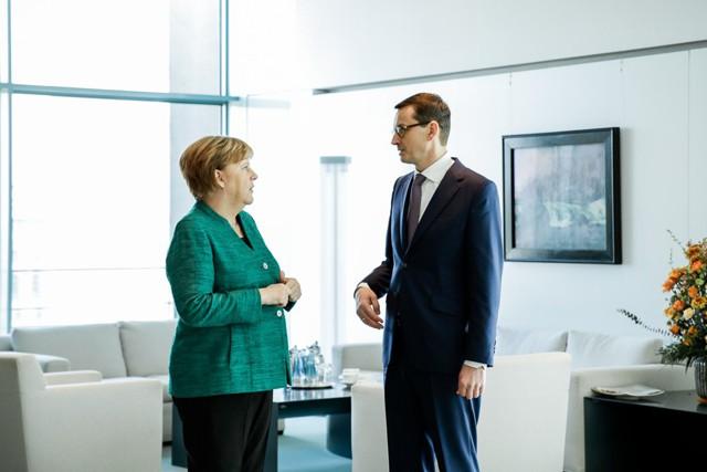 """Меркель: """"Северный поток-2"""" не является угрозой"""