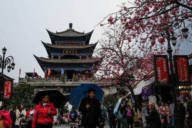 Долговые риски ослабят, но не остановят рост в Азии