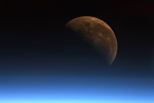 Глава Минфина США: хотим превратить Луну в заправку