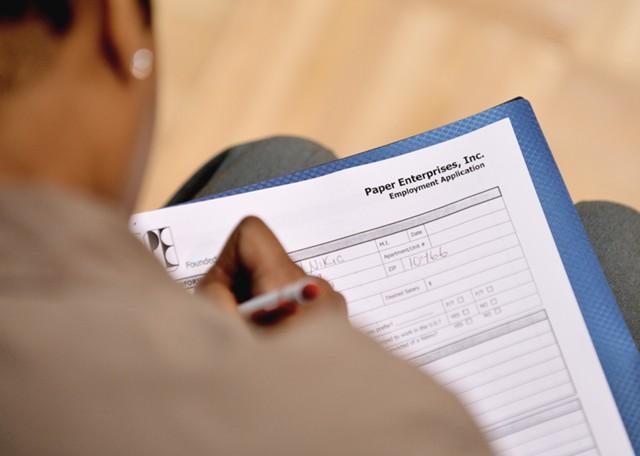Заявки по безработице в США вновь снизились