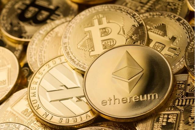 Криптовалюты дешевеют, биткоин упал ниже $9 тысяч