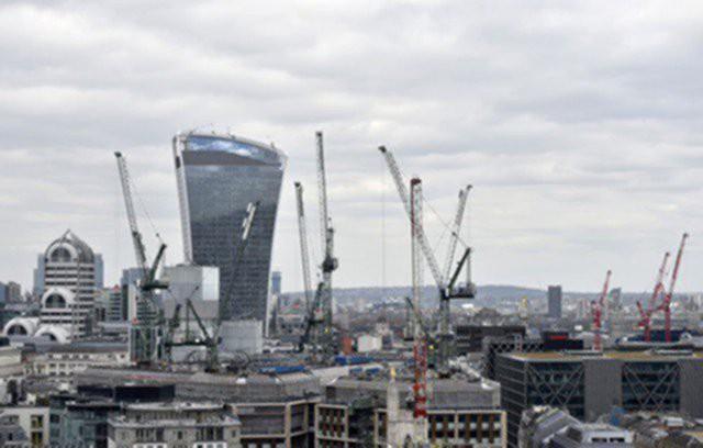 Строительный сектор Британии снизил активность
