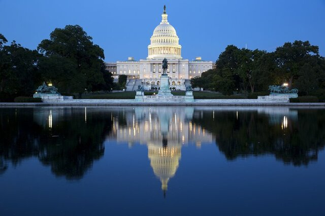 Кто скупил новые долги США на $1 трлн?