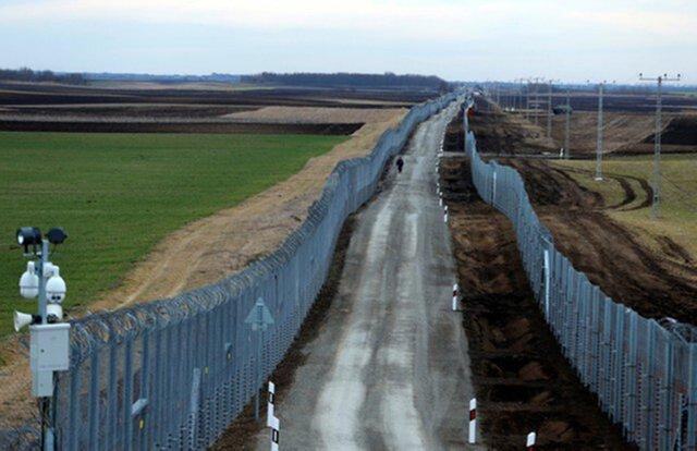 Трамп ипрезидент Мексики снова поспорили из-за стены награнице