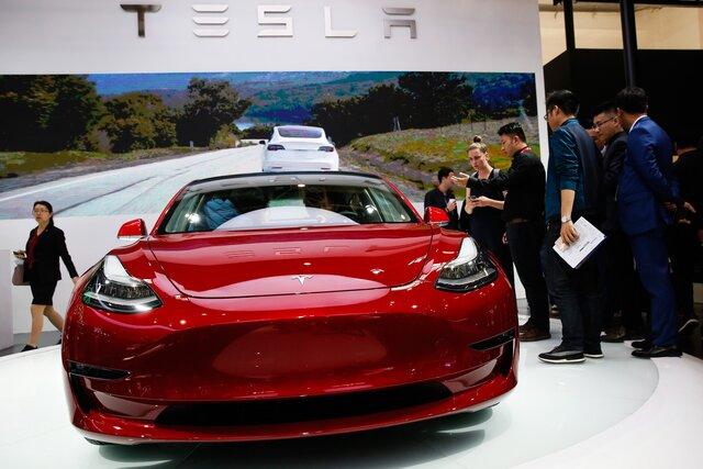 Tesla уволит неменее  четырех тыс.  служащих  из-за реорганизации компании